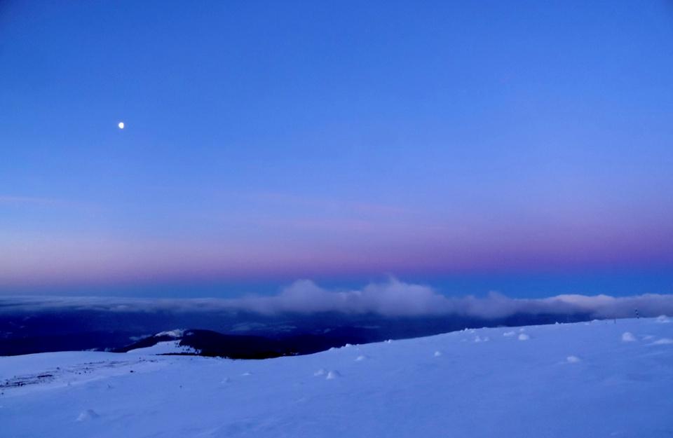 Orele 6:00. Gradient pe cerul sud-vestic.