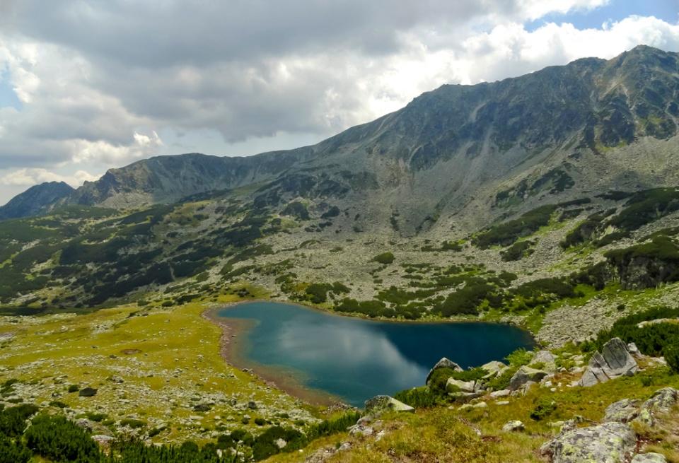 Lacul Ana sub muchia Slăveiului