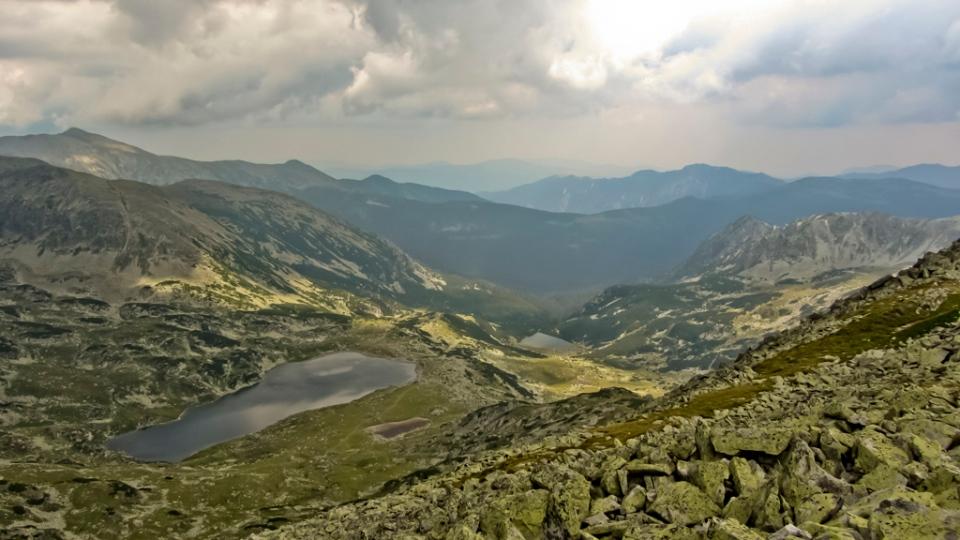 Lacul Bucura, cel mai întins lac glaciar din România. Adâncime maximă 15.5m