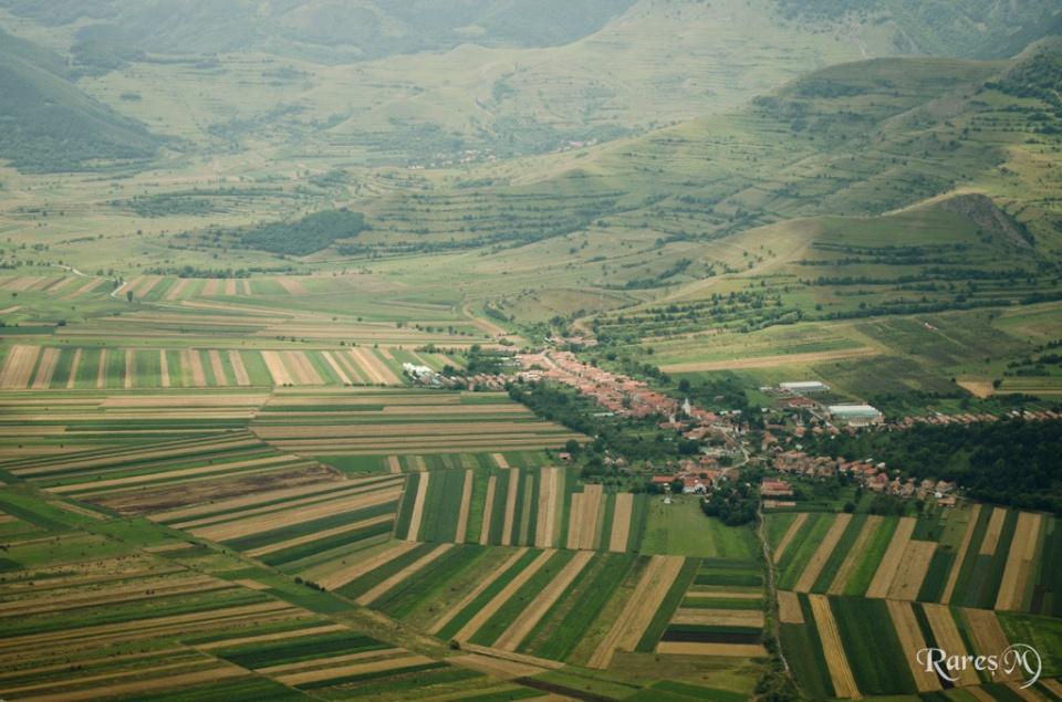 Satul Colțești de pe vârf