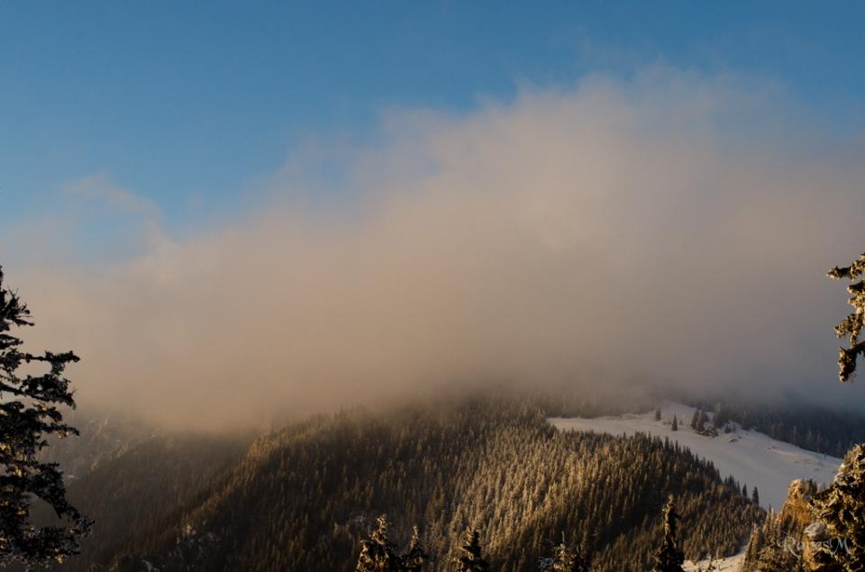 Hășmașul Mare în nori. Cine a mers acolo pentru apus, nu știu ce-a văzut...